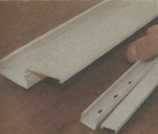 Открытый способ проводки - жесткие кабель-каналы со снятыми крышкам