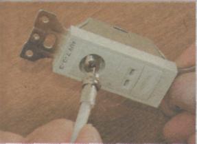Как проложить телефонный и телевизионный кабели - розьем готовый к подключению
