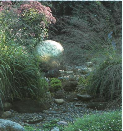 Основные принципы благоустройства сада - Сверкающий оптический акцент на фоне гравия и растений