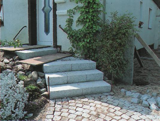 Дорожки и тропинки в саду и на участке - Цоколи и каменные покрытия