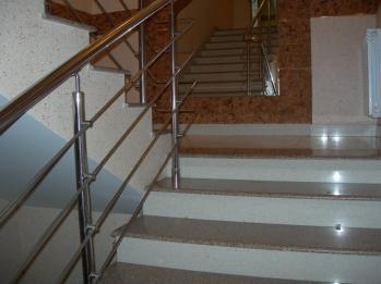 Облицовка лестниц с использованием керамических ступеней