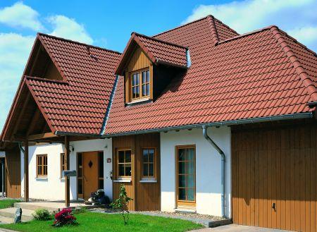 Цементно-песчаная черепица Braas - Дом, покрыт черепицей Франкфуртская коричневая