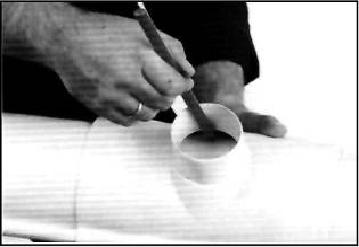 Монтаж водосточной системы - вырезание воронок
